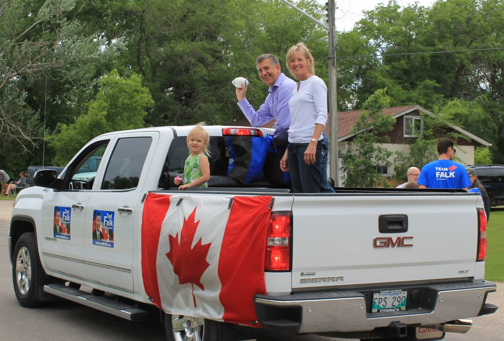 Olde Tyme Country Fair Parade - Niverville